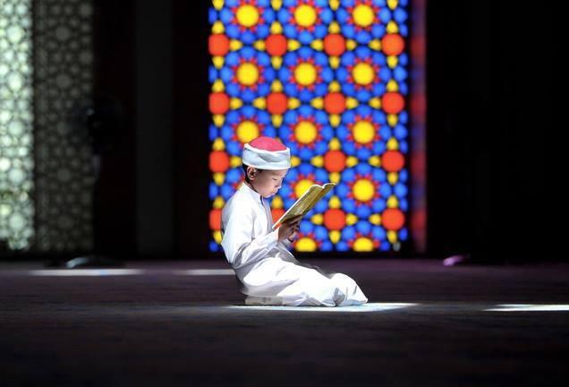 Subahannallah,Anak muslim diindonesia :)