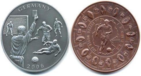 """Massive 2.5"""" Coin """" World Cup Giants, Liberia Koin ini senilai 5 dolar ini dibuat untuk memeriahkan acara piala dunia tahun 2006. bagian depan bergambar wasit yang sedang mengeluarkan kartu dan pada bagian belakang bergambar pemain sepak bola"""