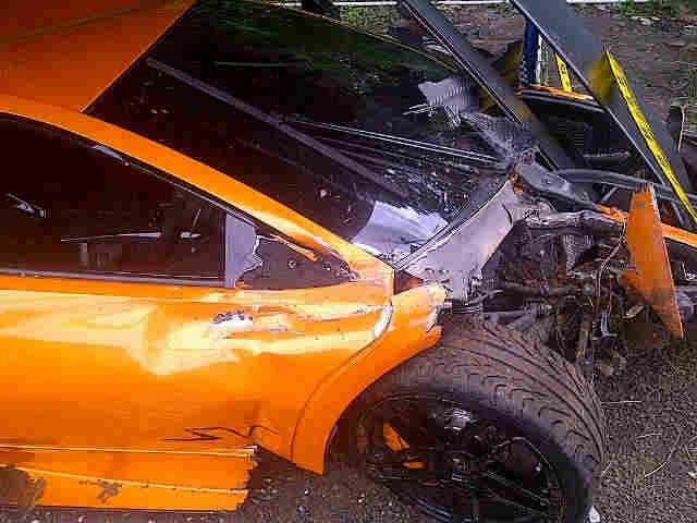 Lamborghini Murcielago LP 670-4 tertabrak di indonesia