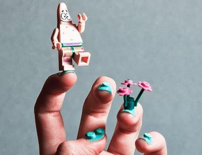 Lego Nail Art, Cara Unik Menghias Kuku dengan Potongan Lego