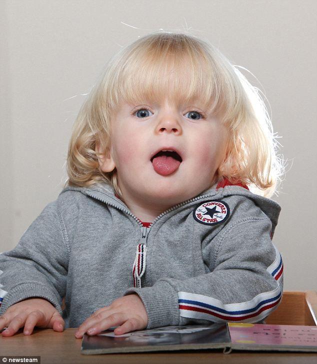 """""""Imut"""" &""""So Cute"""" sih.....tapi Geezer Buxton bikin kedua ortunya extra waspada. Ia didiagnosis mengalami """"Prader-Willi Syndrome (PWS)"""" , yang membuatnya ngga bakal ngerasa kenyang alias selalu lapar. PWS dialami 1 dari 15.000 balita di Inggris"""
