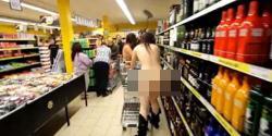 Foto Unik Pengunjung Bugil Di Supermaket Dapet Gratisan