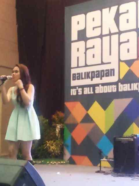 harum bunga on stage Balikpapan Fair 2013