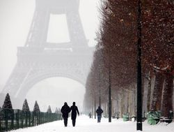 Beautiful snow picture in Paris
