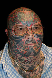 muka penuh tato