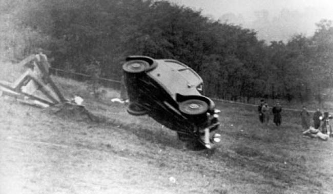 Audi DKW F7, Mobil yang menjalani crash test pertama kali di dunia. baca artikelnya : http://www.vivaoto.com/baca/4943.html