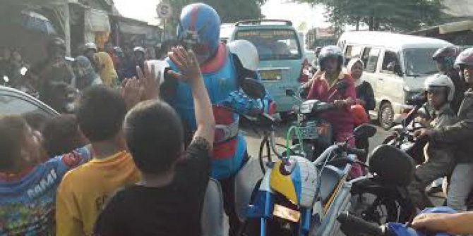 Kesatria Baja Hitam RX datang ke lokasi kecelakaan maut Bintaro