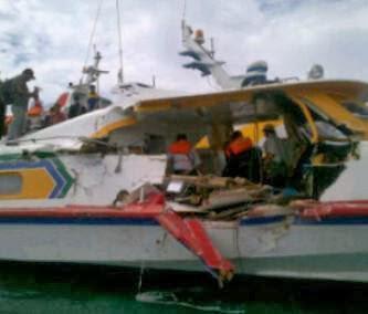 Dua kapal Mv miko natalia - batam jet melaju kencang saat tabrakan