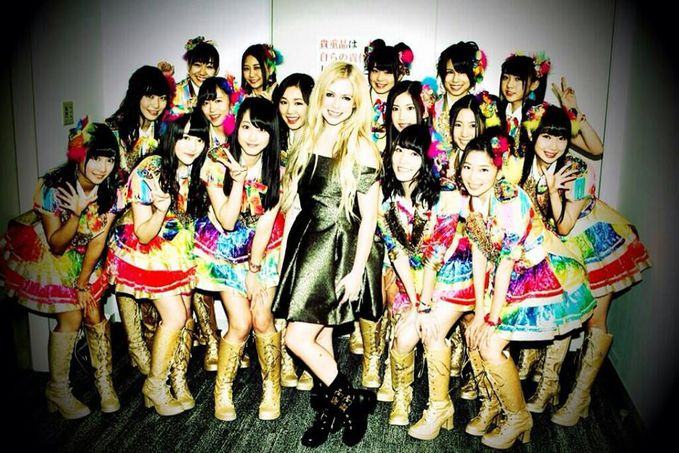 Cie....SKE48 sama Avril Lavigne^^ Wownya Dong :D Newbie nih...