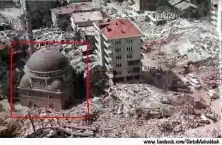 Subhanallah..! Masjid ini tidak hancur,walau bangunan di sekitarnya Hancur. Klik WOW Jika anda percaya dngn keajaiban Allah Komentar Subahanallah jika anda bangga menjadi Muslim jangan lupa dibagikan agar teman muslim yang lain jug