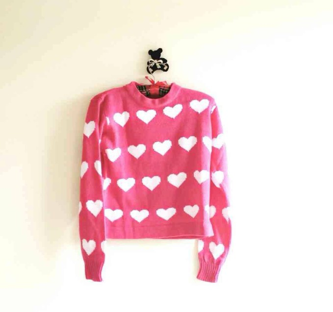 Sweater lucyuuu!!!! Bahan woll harga murah, buruan pesen sist keburu abisssssss =))
