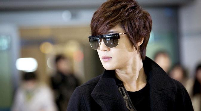 Kim Hyun Joong dikenal sebagai idola dengan wajah imut. Dalam peran-perannya di beberapa judul drama--Playful Kiss dan Boys Over Flowers--Kim Hyun Joong memang tampak terlihat bak Prince Charming.
