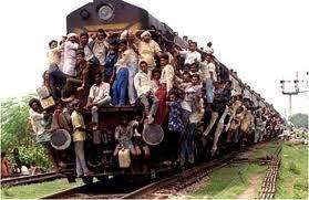 Ribuan Orang Naik Kereta Keren Sekali Keretanya Sampai Kuat