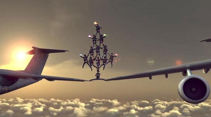 Chuck Norris Bisa Split di Atas Pesawat yang Sedang Terbang!