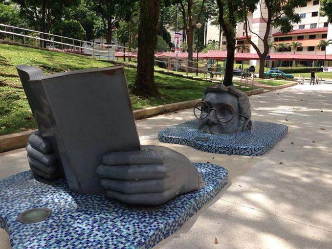 Menarik patung yang terdapat di lanskap perumahan, Holland Village-Singapura.