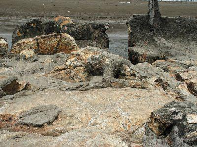 Malin Kundang Rock, Pantai Air Manih, Minnagkabau - Padang - Indonesia beri wow y n lanjut liat batu2 unik lainnya