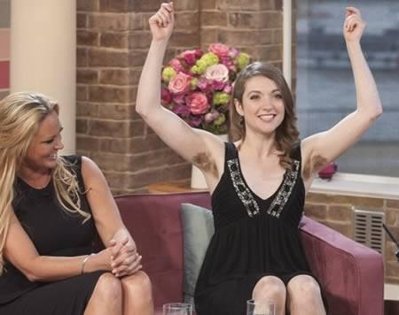 Tak banyak perempuan berusia 28 tahun yang berani tampil di TV nasional dengan mengenakan gaun hitam ketat tanpa lengan dan bulu ketiak lebat, kecuali Emer OToole.