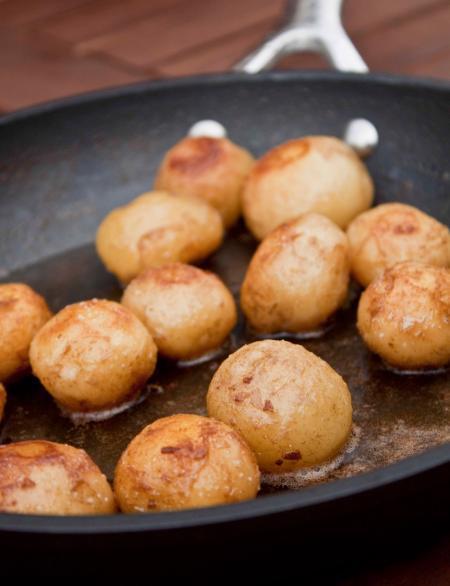 Kentang La Bonnotte, Kentang termahal di dunia. Kentang ini dihargai Rp8,5 juta per kilogramnya. WOW banget. http://www.plazatrend.com/lifestyle/food-travel/6872-ini-dia-kentang-termahal-di-dunia.html