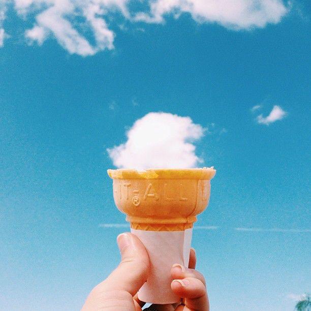 Nice timing #1 Es krimnya enak tuh.Meskipun dari awan :v