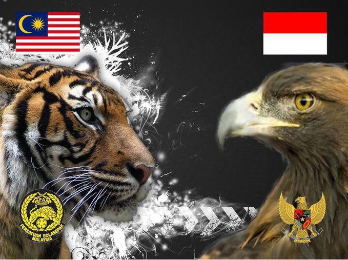 """5 NEGARA YANG SIAP MEMBELA INDONESIA JIKA TERJADI PERANG Indonesia Malaysia 5 Negara yang siap membantu Indonesia jika terjadi Perang Apakah anda pernah membaca artikel dengan topik 5 Negara yang siap membantu Indonesia jika terjadi Perang? Topik 5 Negara yang siap membantu Indonesia jika terjadi Perang sebenarnya sudah sangat lama,kalau tidak salah sudah beredar pada Tahun 2011 yang lalu,dan kebenarannya juga perlu dipertanyaan,karena menurut saya tulisan 5 Negara yang siap membantu Indonesia jika terjadi Perang masih berbentuk opini saja,namun kalau melihat penjelasannya kayaknya masuk akal juga sih. terlepas dari benar dan tidaknya yok kita simak dulu """"5 Negara yang siap membantu Indonesia jika terjadi Perang"""" 1. Jepang ya, jepang adalah salah satu negara yg pasti dan akan menolong indonesia kalo indonesia diserang, mengapa demikian ? Alasannya banyak diantaranya : Karena export produk-produk terbesar jepang adalah ke negara indonesia. Indonesia adalah salah satu negara konsumtif terbesar didunia, dan jepang adalah salah satu negara exportir nya, mulai dari : Mobil , motor + spare partnya, barang elektronik seperti : Tv, laptop, kulkas, lampu, mainan, tamiya, radio control, anime, bahkan kebudayaan dan lain-lain dari jepang semuanya di konsumsi oleh orang indonesia. Indonesia pun, juga merupakan exportir hasil-hasil bumi dan bahan-bahan mentah seperti kayu, gas alam (masih ingat khan kasus kelangkaan pupuk urea beberapa waktu lalu ? Penyebabnya karena export gas alam secara besar-besaran ke jepang ) coba kamu bayangkan lagi ,negara jepang yang sekecil seperti luas pulau jawa itu dpt dr mana bahan2 mentah buat produksi ? Jika indonesia diserang negara lain sampai hancur, maka produksi negara mereka ( jepang ) pun pasti akan berkurang / bahkan mati. Jangan heran bahwa indonesia diakui sebagai negara sasaran bisnis oleh jepang, dan konon anak-anak di sekolah international dijepang sana sudah fasih bahasa indonesia,tujuannya cuma satu saja yakni jika lancar berbahasa"""