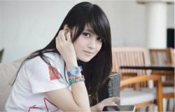 Dari semua personil JKT48, siapakah yang paling cantik dan populer di kalangan fans-nya? Memang sejak pertama kali muncul di dunia hiburan Indonesia, Idol Grup JKT48 berhasil mencuri perhatian banyak orang. Selain karena lirik lagu yang atraktif, JKT48 juga Lihat : http://www.duasatu.web.id/2013/12/personil-jkt-48-yang-paling-cantik-dan-imut.html