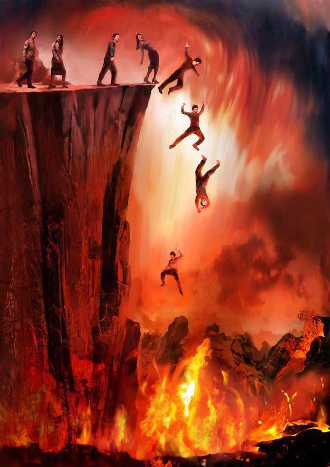 BETAPA LUASNYA NERAKA ITU Yazid Arraqqasyi dari Anas bin Malik ra. berkata: Jibril datang kepada Nabi SAW pada waktu yang ia tidak biasa datang dalam keadaan berubah mukanya, maka ditanya oleh Nabi SAW: Mengapa aku melihat kau berubah muka? Jawabnya: Ya Muhammad, aku datang kepadamu di saat Allah menyuruh supaya dikobarkan penyalaan api neraka, maka tidak layak bagi orang yg mengetahui bahwa neraka Jahannam itu benar, dan siksa kubur itu benar, dan siksa Allah itu terbesar untuk bersuka-suka sebelum ia merasa aman dari padanya. Lalu Nabi SAW bersabda: Ya Jibrail, jelaskan padaku sifat Jahannam itu. Jawabnya: Ya... Ketika Allah menjadikan Jahannam, maka dinyalakan selama seribu tahun, sehingga merah, kemudian dilanjutkan seribu tahun sehingga putih, kemudian seribu tahun sehingga hitam, maka ia hitam gelap, tidak pernah padam nyala dan baranya. Demi Allah yg mengutus engkau dengan hak, andaikan terbuka sebesar lubang jarum niscaya akan dapat membakar penduduk dunia semuanya karena panasnya. Demi Allah yang mengutus engkau dengan hak, andaikan satu baju ahli neraka itu digantung di antara langit dan bumi, niscaya akan mati penduduk bumi karena panas dan basinya. Demi Allah yang mengutus engkau dengan hak, andaikan satu pergelangan dari rantai yang disebut dalam Al-Quran itu diletakkan di atas bukit, niscaya akan cair sampai ke bawah bumi yang ke tujuh. Demi Allah yang mengutus engkau dengan hak, andaikan seorang di hujung barat tersiksa, niscaya akan terbakar orang-orang yang di hujung timur karena sangat panasnya, Jahannam itu sangat dalam dan perhiasannya besi dan minumannya air panas campur nanah dan pakaiannya potongan-potongan api. Api neraka itu ada tujuh pintu, tiap-tiap pintu ada bagiannya yang tertentu dari orang laki-laki dan perempuan. Nabi SAW bertanya: Apakah pintu-pintunya bagaikan pintu-pintu rumah kami? Jawabnya: Tidak, tetapi selalu terbuka, setengahnya di bawah dari lainnya, dari pintu ke pintu jarak perjalanan 70,000 tahun, tiap pintu lebih panas da
