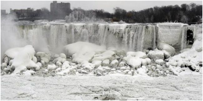 Dunia Gempar, Air Terjun Niagara Membeku! Wah, alam mulai menunjukkan tanda-tanda ajaibnya. Ah, namun entah ajaib atau bahaya ya?
