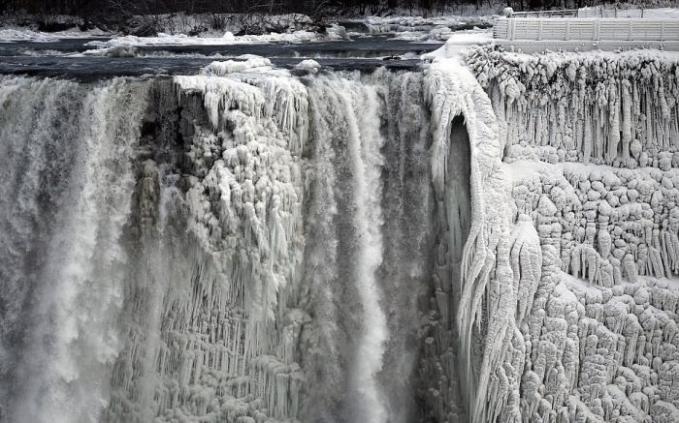 Air Terjun Niagara Membeku , cek here >> http://gallianmachi.blogspot.com/2014/01/air-terjun-niagara-membeku.html