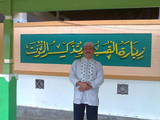 abahimam sewaktu ziarah ke waliyullah Syaikhona Jumadil Kubro di Mojokerto Jawa Timur Indonesia