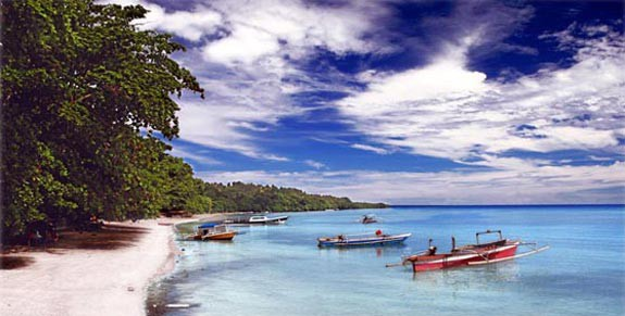 Taman laut bunaken Bagi Anda yang ingin menikmati keindahan bawah laut dengan panorama yang begitu mempesona, Anda bisa berkunjung ke Taman Laut Bunaken.