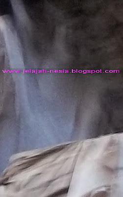 Wow... SERAM !!!! Foto Penampakan Hantu Pocong Di Tuban Simak kisah selengkapnya di Link Ini, ya : http://jelajah-nesia2.blogspot.com/2013/11/penampakan-jin-pocong-dan-tuyul-di.html