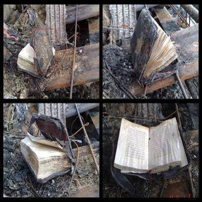 "SUBHANALLAH,KEAJAIBAN ALLAH! Al-Quran tidak dijilat api meskipun hampir keseluruhan van terbakar.. ALLAHU AKBAR.!!! Jika anda kagum melihat foto ini silahkan klik WOW & BAGIKAN , tulis di kotak komentar ALLAHU AKBAR """