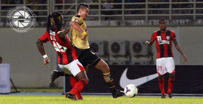Laga antara Mitra Kukar versus Persipura Jayapura harus berakhir imbang 0-0 di Stadion Aji Imbut, Tenggarong, Selasa (11/2) malam.
