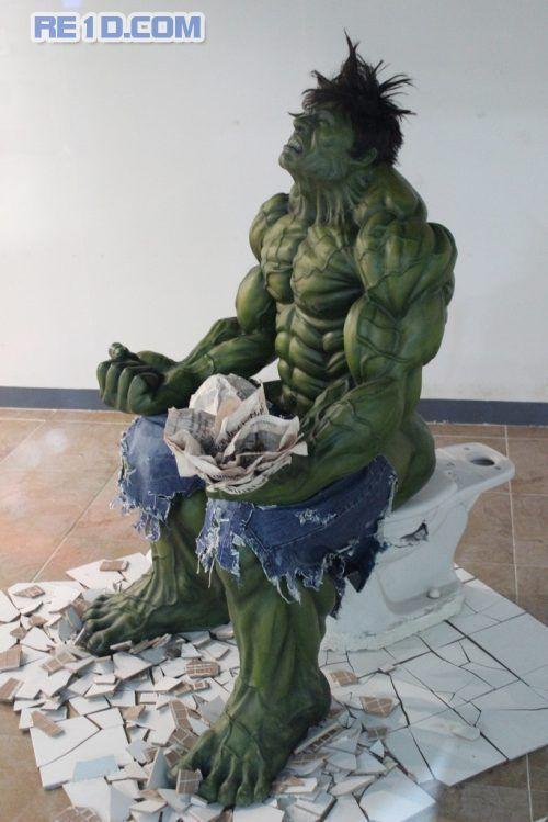 hayo sipa yang tidak kenal dengan tokoh super hero yang satu ini? mungkin terkadang terlindas dalam pikiran kita bagai mana aksi hulk sang super hero ketika sedang buang air besar hehe