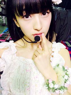 Hai kawaii kan dia,dia namanya Meru Tashima member HKT48 team H masih muda loh kan lahirnya tahun 2000. Kelik WOW kalau yang bilang Meru kawaii banget