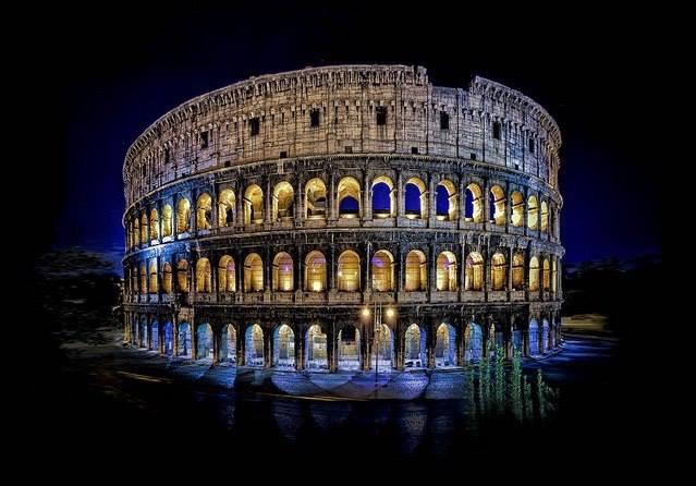 Indahnya Colosseum di Roma pada malam hari. Klik SUKA / LIKE Hangout Society. Disini : https://www.facebook.com/hangoutsociety ATAU http://m.facebook.com/hangoutsociety