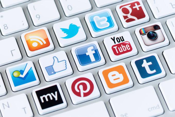 Indonesia menempati negara paling aktif dalam menggunakan social media seperti facebook dan twitter. Jutaan orang menggunakannya, hampir setiap jam, menit, bahkan detik mereka aktif daam jejaring social. Tentu kita dari kalangan bisnis.