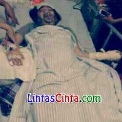 Iqbaal CJR Sakit Campak, sakitnya Iqbal CJR sendiri sempat membuat Kiki dan Aldy tidak bisa bertemu dengan sang sahabat karena dilarang datang ke Rumah Sakit. Baca selengkapnya disini: http://lintascinta.com/2014/03/iqbaal-cjr-sakit-campak.html
