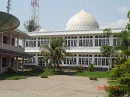 masjid ini adalah masjid yang dimana virginia dirmusa pratama selalu sholat disana....biasa virginia kan orang alim....DARIPADA ANAK NAMANYA BONDER ALIAS UDIEEKKK IBNU SIAPA KEK JUGA SOK PREMAN MEREKA...contohilah anak baik seperti virginia OK.