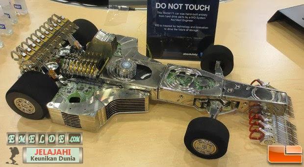 kalo biasanya harddisk hanya untuk bahan komputer,yang ini beda uniknya harddisk dijadiin mobil F1,wow bgt..