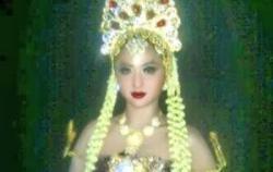 Foto Bugil Dewi Persik - Dalam film terbarunya Pantai Selatan Dewi Perssik diwjibkan