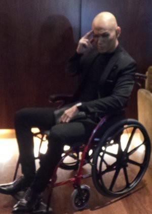 Deddy Corbuzier Kini Duduk di Kursi Roda, Kenapa? Deddy Corbuzier harus terbaring di ICU selama beberapa hari. Ada kabar Deddy terkena serangan stroke. Benarkah? Deddy menceritakan, awalnya ia sempat pingsan di tempat gym. Ia pun dibawa ke ru
