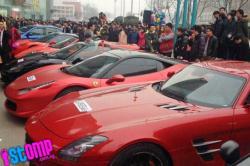 Wow, So Sweet! Wanita China Dilamar Kekasihnya dengan 10 Supercar
