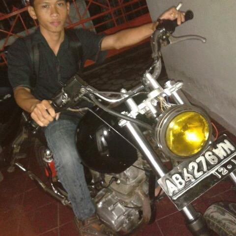 Motor CB Memang asik buat jalan :)