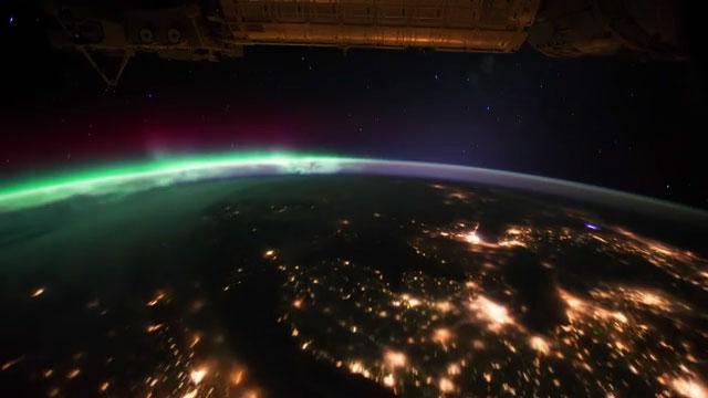 Melihat Indahnya Pemandangan Malam di Planet Kita Dari Ketinggian 350 Km #2
