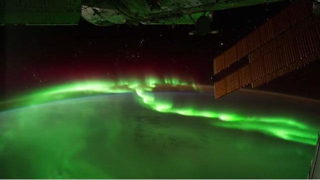 Melihat Indahnya Pemandangan Malam di Planet Kita Dari Ketinggian 350 Km #3