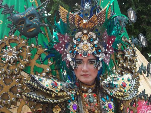 Parade Budaya Pesisir di Tuban http://www.youtube.com/watch?v=NWMRJ-eS5Mo