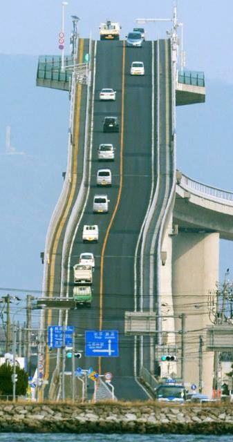 Sobat Pulsk, inilah jalan layang di Were Scary di Jepang, keren tidak tanjakan mautnya.