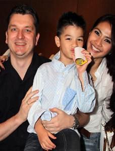 SELEBUZZ.com, JAKARTA- Maudy Koesnaedy baru saja menggelar acara ulang tahun putranya