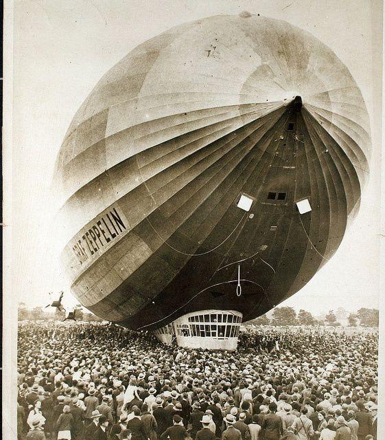 Sobat Pulsk, inilah balon udara Zeppelin, England 1931. Balon seperti ini pernah meledak karena bertabrakan dengan tower dan gas pengisinya terbakar.